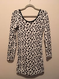 black and white leopard print scoop-neck long-sleeved shirt