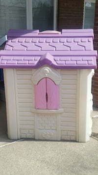 children's white, purple, and pink plastic play house Brampton, L6P 0K4