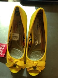 New Yellow Wedge Shoes size 7 Dexflex Comfort brand Langley, V2Y 1V4