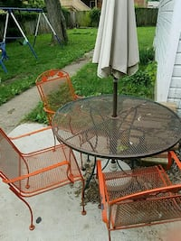 round brown metal patio table with 3 chairs set Springfield, 62704