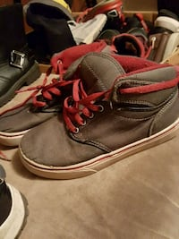 pair of black-and-red sneakers Nitro, 25143