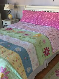 Pottery Barn quilt, duvet cover, 2sets of pillow shams and wool floral rug Vaughan, L4H 3K9