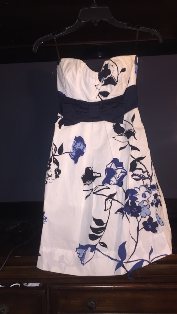 White and black floral sleeveless dress / Size 3