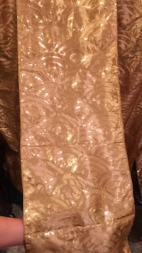 6 gold sequined table runners Baldwinsville, 13027
