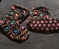 Paw Print Slipper Booties. Size L (8/9) Cambridge, 50046
