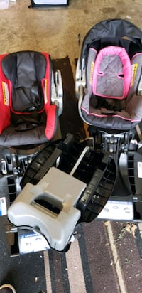 baby's black and pink car seat carrier Chantilly, 20152