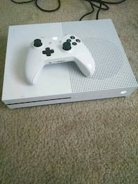 white Xbox One console with controller Marlow Heights, 20748
