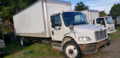 2011 freightliner M2 business class 24ft box truck with lift gate