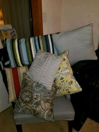 6 assorted throw pillows