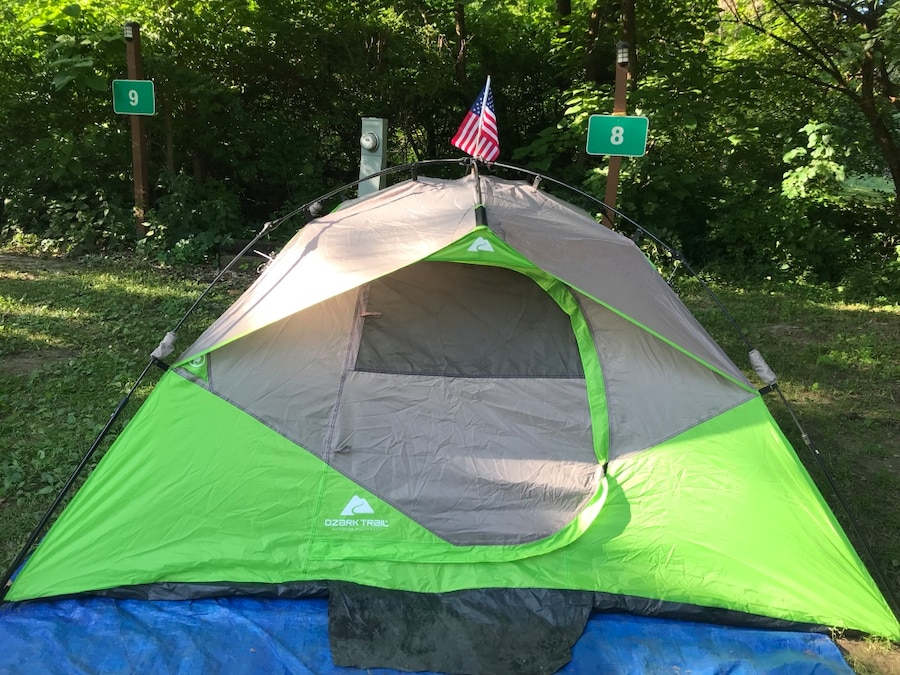 Letgo & Ozark Trail 4-person tent in excellent condition used only twice. 30 seconds to put up 9x7