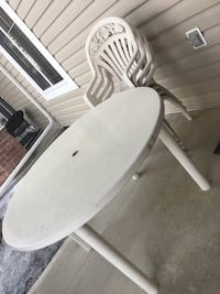 outdoor table & chairs set Calgary, T3K 5Z3