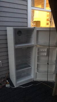 white top-mount refrigerator Mission, V2V 6P7