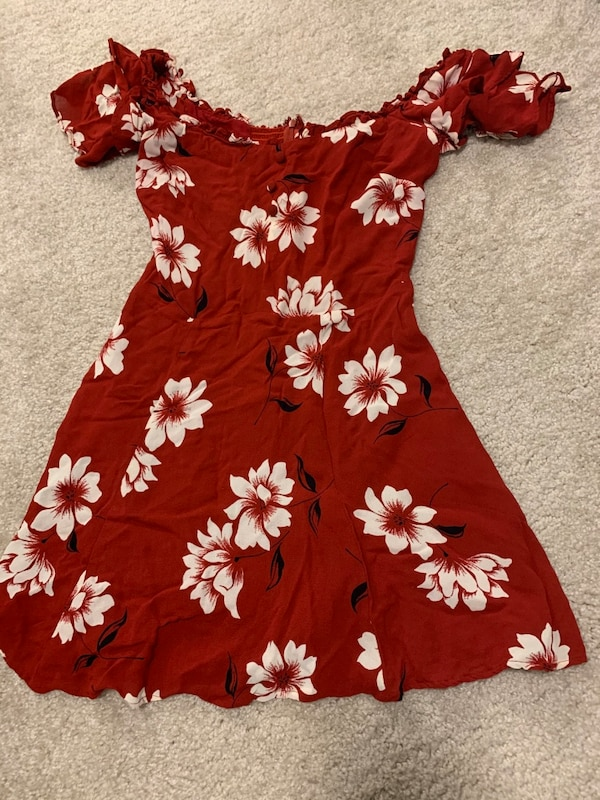Reformation Diana Dress in Red - Size 2 db4d9e5a-146e-4af1-9c29-99d9b006a40f
