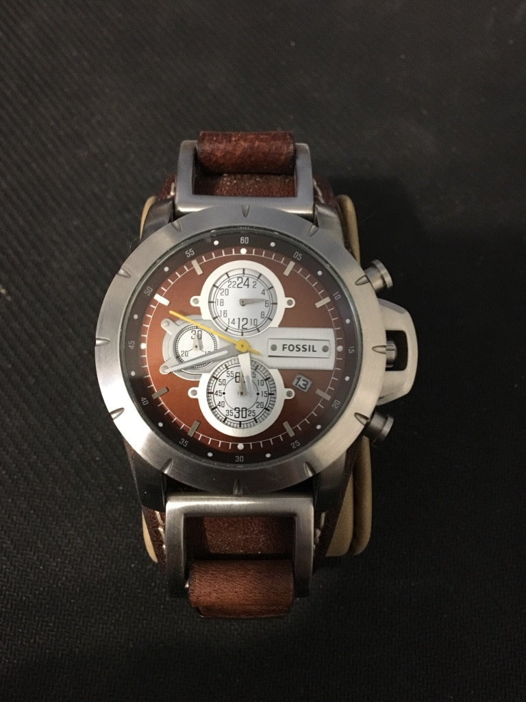 Photo Fossil watch with leather band