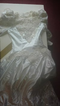 white floral lace bead wedding dress