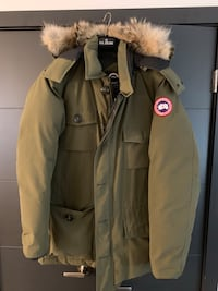 SOLD OUT Authentic Canada Goose Banff Parka Men's Large L in military green Toronto, M4C 4X6