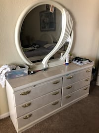 White wooden dresser with mirror great condition  El Paso, 79936