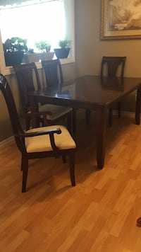 Dining Table with Chairs Shelburne, L9V 3B1