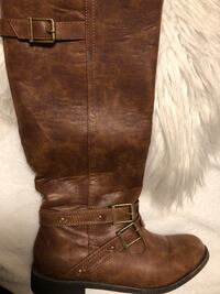 Brand new brown boots ordered it online never been used,  paid $42.99 asking $20 size 11 ladies  Edmonton, T5R 1W3
