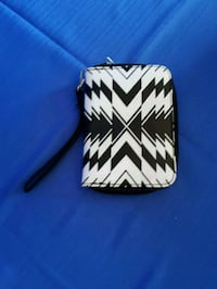 black and white leather wristlet Barrie, L4M 6M4