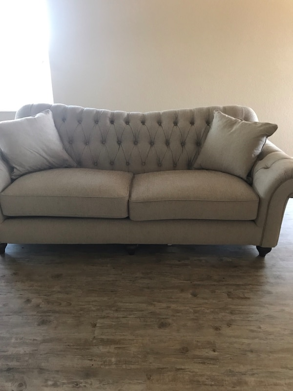 Havertys 2 piece sofa and chair with guardsman protection