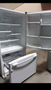 21 cu.ft (Whirlpool) Fridge With Bottom Freezer Edmonton, T5P 4Y7