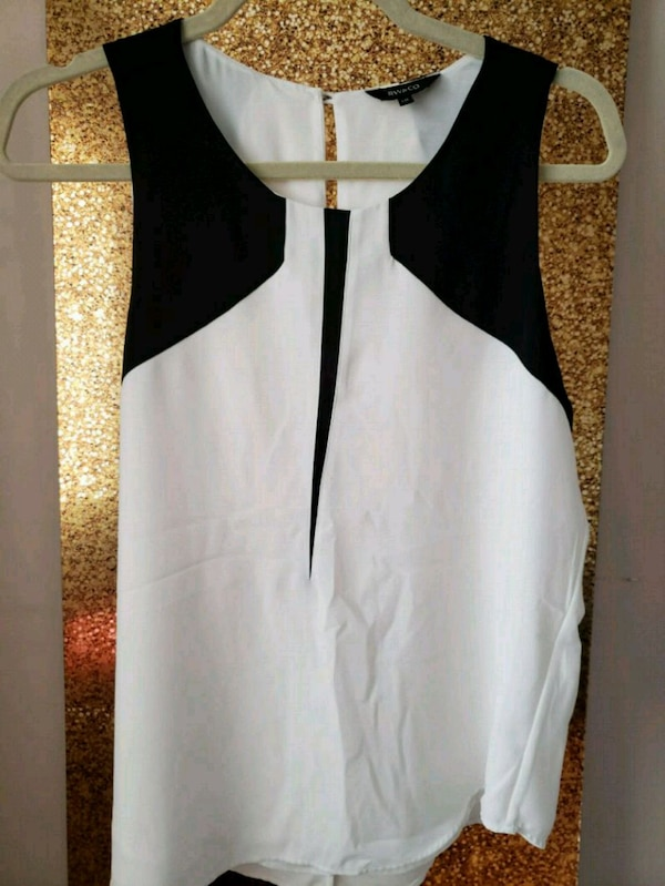 35 pieces of gorgeous womens clothing!