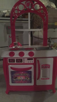white and red kitchen playset Kitchener, N2E