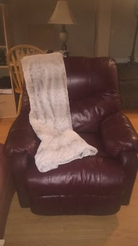 Leather recliner sofa chair St Thomas, N5P 2B8