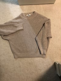 Uniqlo sweater size small Coquitlam, V3B 0P3