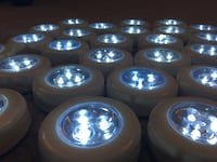 Puck Lights with batteries 15 km