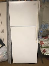 "Magic Chef Refrigerator 66"" Tall; 28"" Wide; 29"" Deep Los Angeles, 90039"