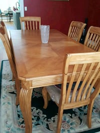 Oak dinning room set with 6 chairs Russell, 01071