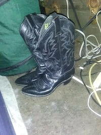 Size 8 b women's cowboy boots by justin Oklahoma City, 73122
