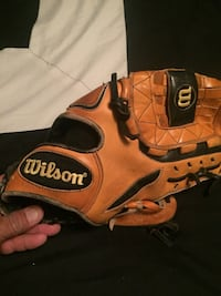 Wilson glove excellent condition just like new Corpus Christi, 78410