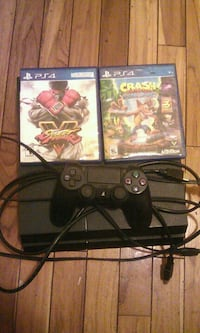 Ps4 and 2 games and controller Cincinnati, 45214