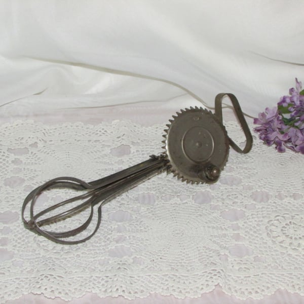 Vintage Rotary Hand Mixer 1920's Egg Beater Whisk
