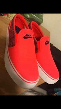 Pair of red-and-white nike sneakers Oxnard, 93030