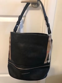 Burberry bucket bag- never used 549 km