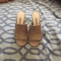 Pair of brown leather open-toe sandals Vaughan, L6A 3X5