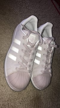Pair of gray adidas low-top sneakers Pasco, 99301