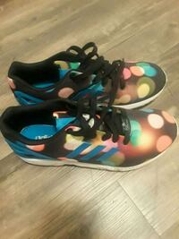 pair of multicolored Nike basketball shoes Woodstock, 30188