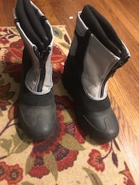 Kids Itasca snow boots size-4 Los Angeles, 90019