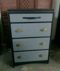 Dresser with 4 drawers Kawartha Lakes, K0M