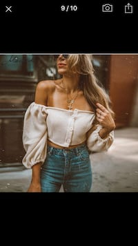 Crop Top With Buttons Toronto, M2J 1K1