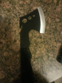 Throw axe extremely sharp excellent condition  Calgary, T2A 3R3