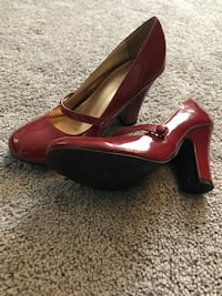 Red shoes size 7 St. Charles, 63301