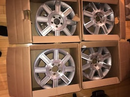 2011 set of Lincoln town car wheels