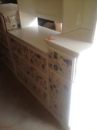 Dresser and hutch. White wood POWELL