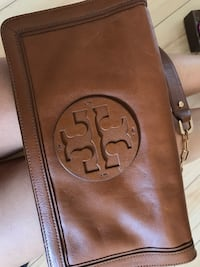 LIKE NEW Tory Burch Clutch - tan and gold Toronto, M5V 3Z3